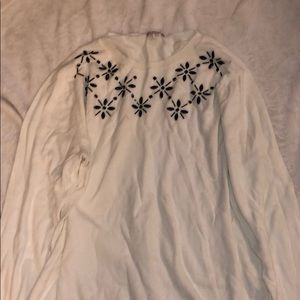 Cute white sweater. Great for work! Size XXL